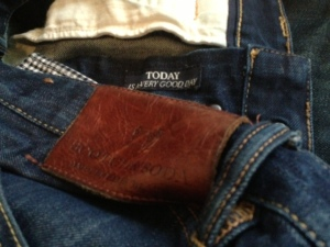Any day wearing dark denim (here, by Scotch & Soda) is indeed a good day.