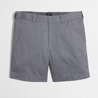 Washed fabric in a slimmer cut that hits above the knee — exactly what's needed in spring or summer shorts.