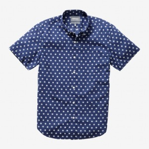 A slightly more subdued printed shirt cut from the same comfortable fabric.
