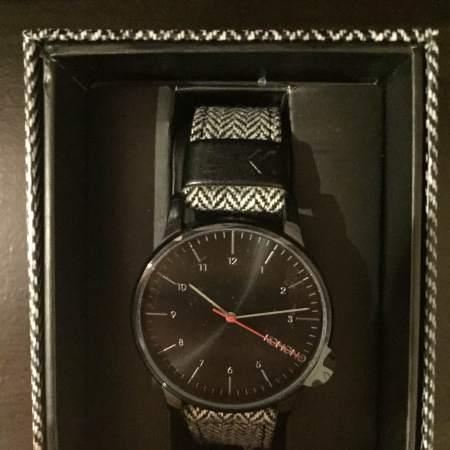 An appropriately-fitting patterned case accompanies KOMONO's Winston Herringbone Watch.