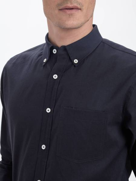Mother-of-pearl buttons made ethically team up nicely with a slim fit & other typical shirting details.