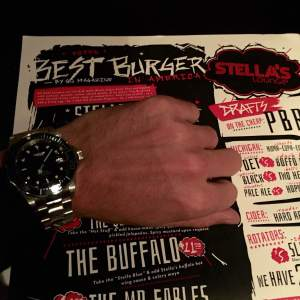 A superb burger paired with a nice stainless steel dive watch by Invicta.