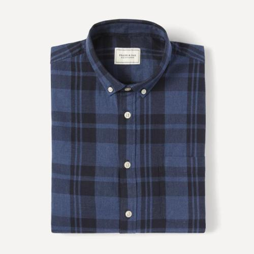 A slim buttondown collar keeps this shirt casual yet ready to pair with like-minded lapels.