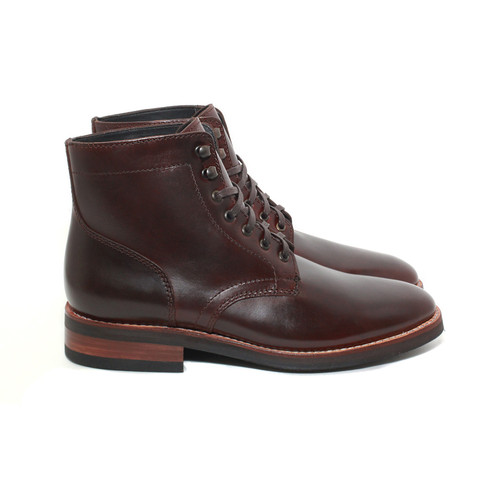 No captoe, but still a relatively slim profile -- the President Boot from Thursday Boots.