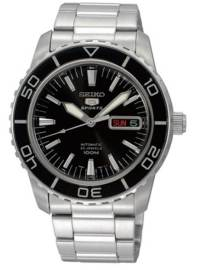 A beefier 43mm case diameter combined with dressier markings make this a versatile dive watch.