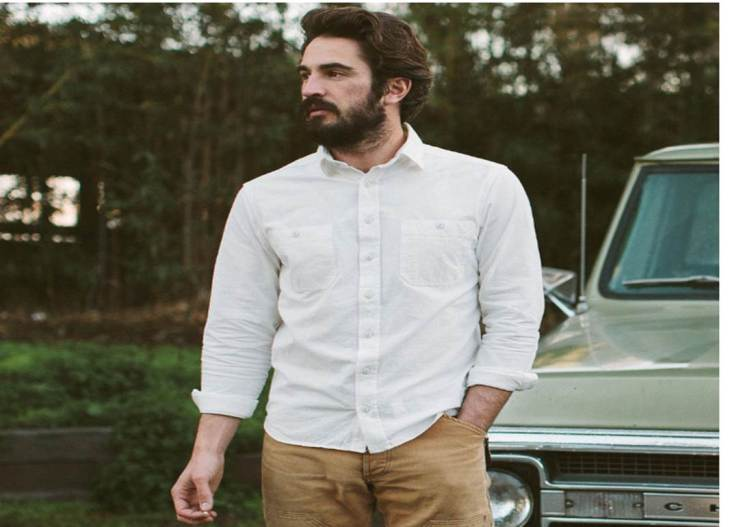 An extremely versatile, extremely wearable and extremely well-made chambray shirt from Taylor Stitch.