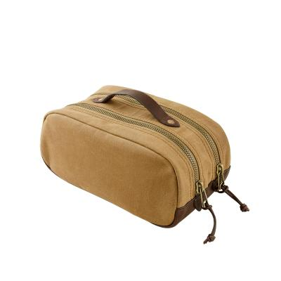 Simple, stylish and effective -- exactly what you want from a great dopp kit.