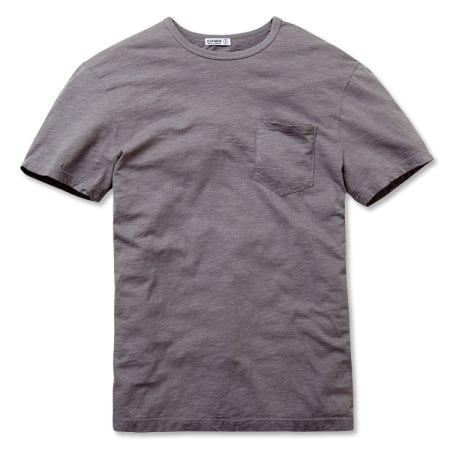 Visual touches like a rounded hem and a trusty pocket set this T-shirt apart.