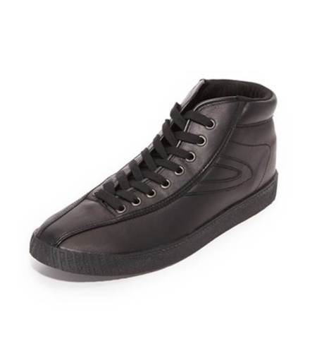 Super-crisp black sneakers for all sorts of style situations.