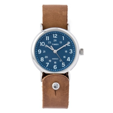 An eye-catching blue dial and a refined, rugged leather watch strap? That's a match made in heaven.