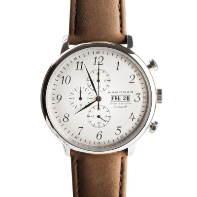 Vintage numerals blended with triple chronograph functionality in a handsome package.